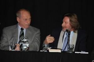 El Dr. Eugenio Zaffaroni junto al Dr. Carlos Rozanski.