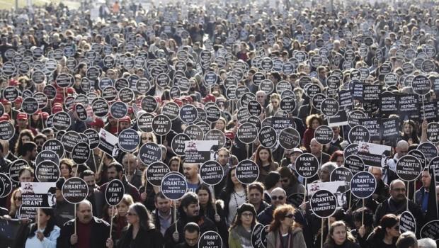 Diez años atrás, el 19 de enero de 2007, una bala disparada por un joven ultranacionalista turco de 17 años asesinó al periodista Hrant Dink, en la puerta de Agós, […]
