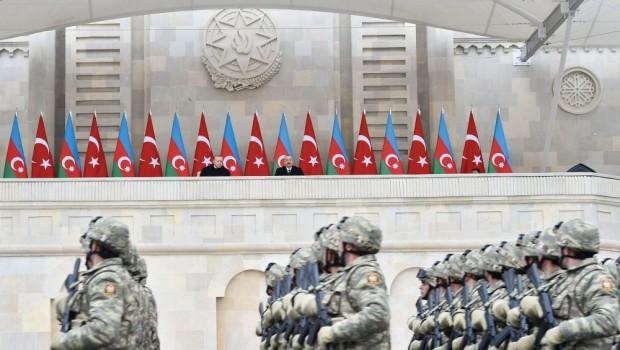 Ante la presencia de su aliado Recep Tayyip Erdogan, el presidente de Azerbaiyán Ilham Aliyev manifestó que Ereván, el lago Seván y Syunik son territorios históricamente azerbaiyanos. La ridícula afirmación […]